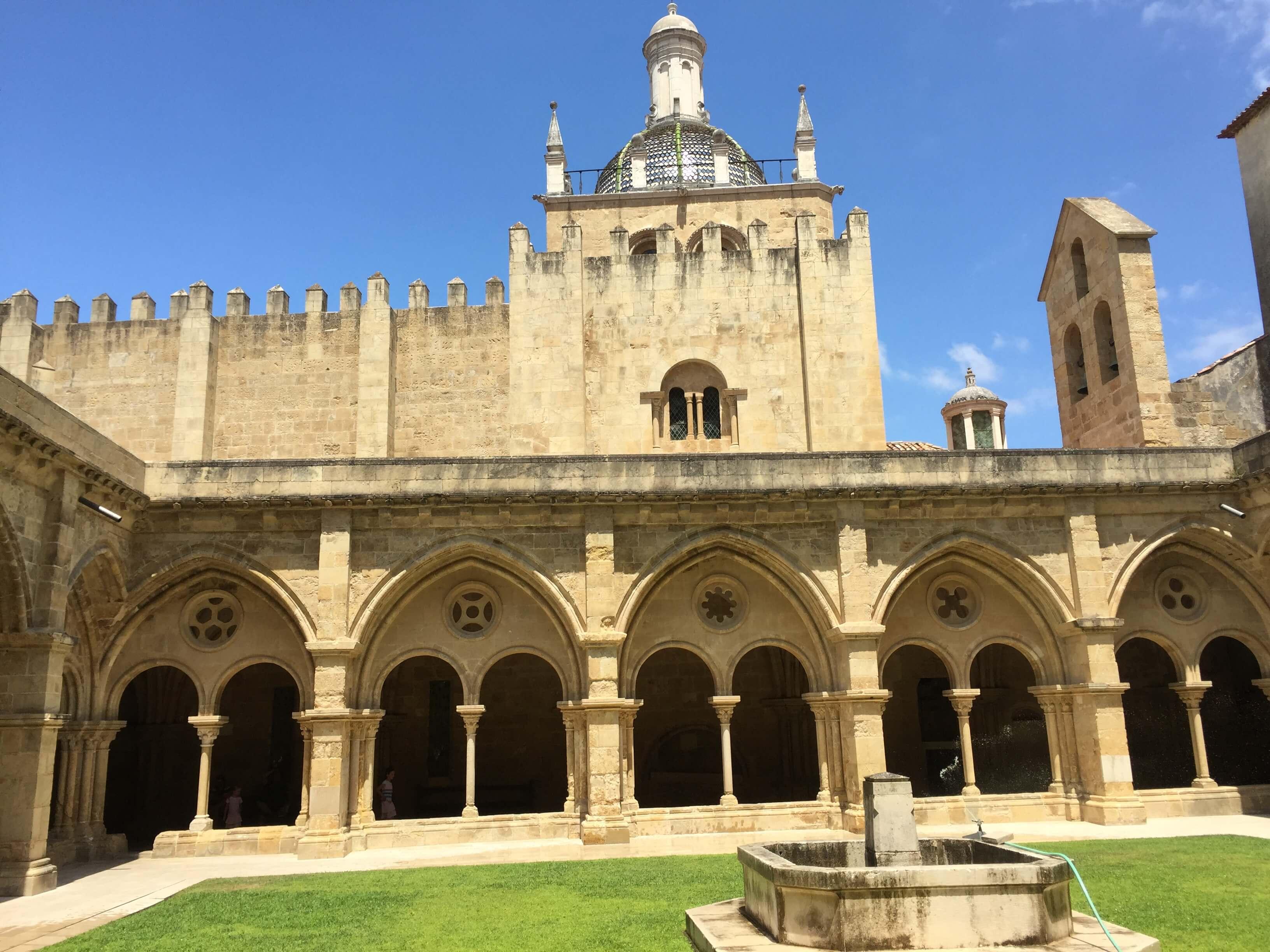 Rondreizen Portugal Coimbra Sé Velha binnenzijde 3