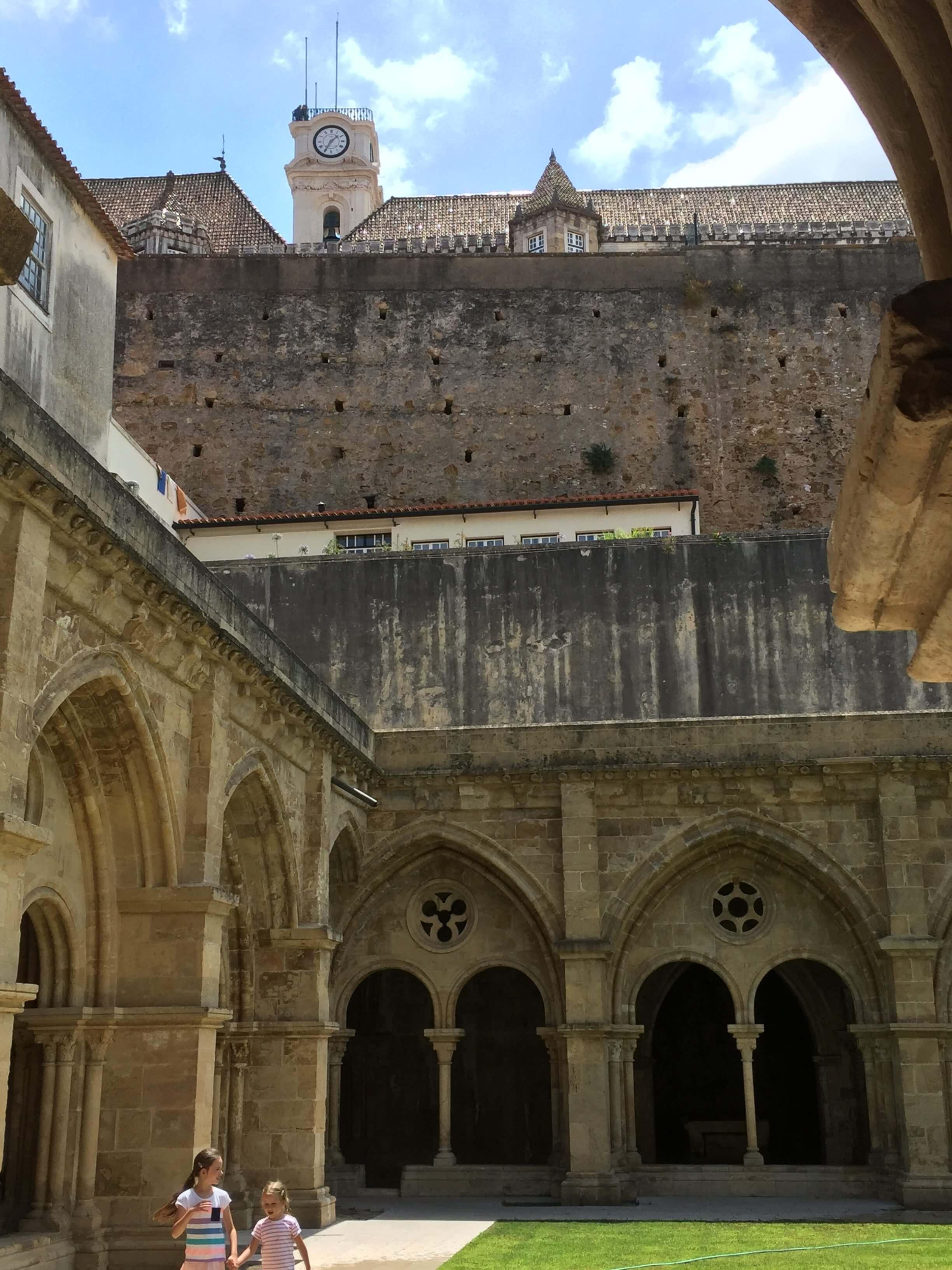 Rondreizen Portugal Coimbra Sé Velha met zich op universtiteit