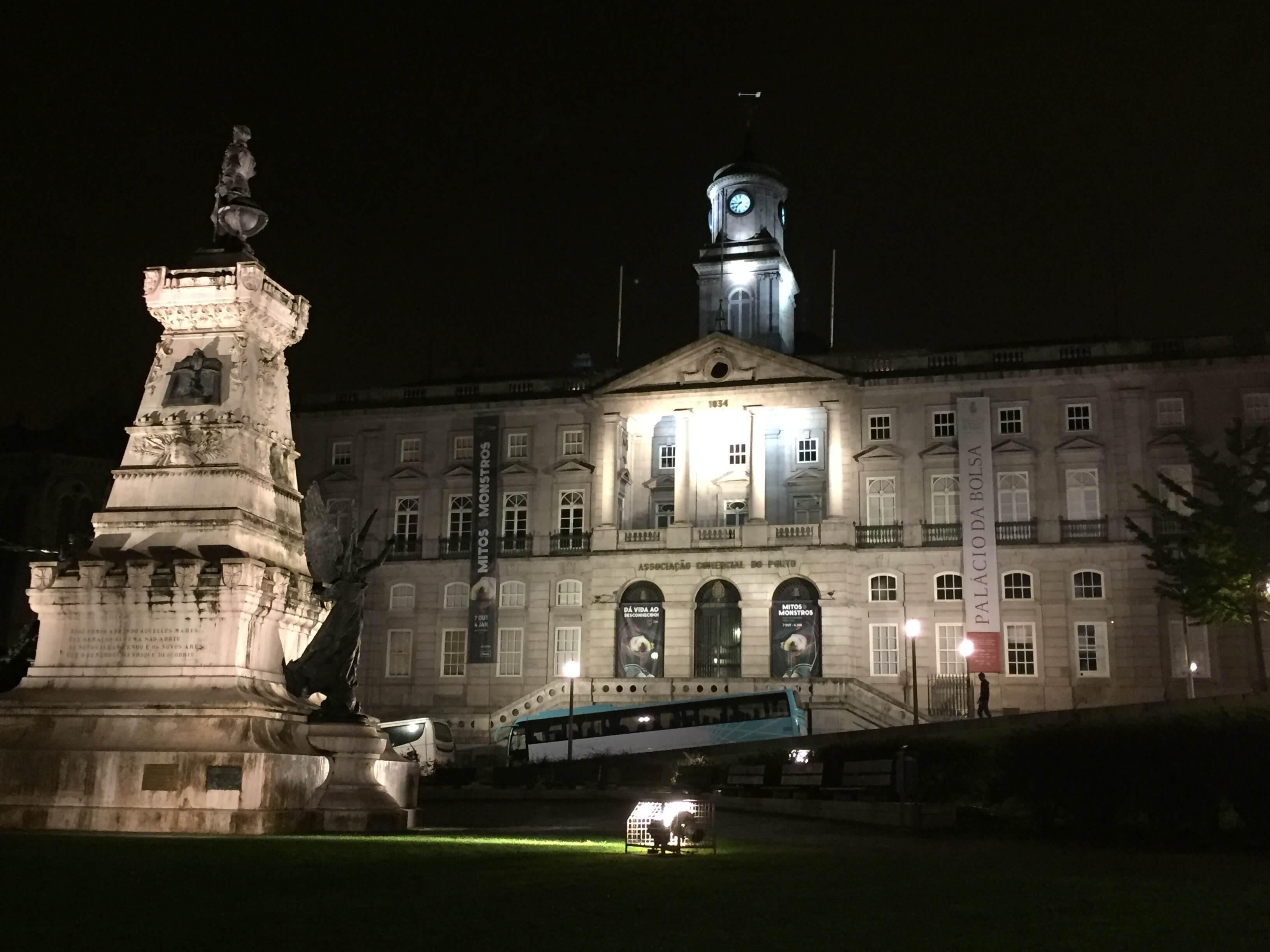 Rondreizen Portugal Porto bij nacht
