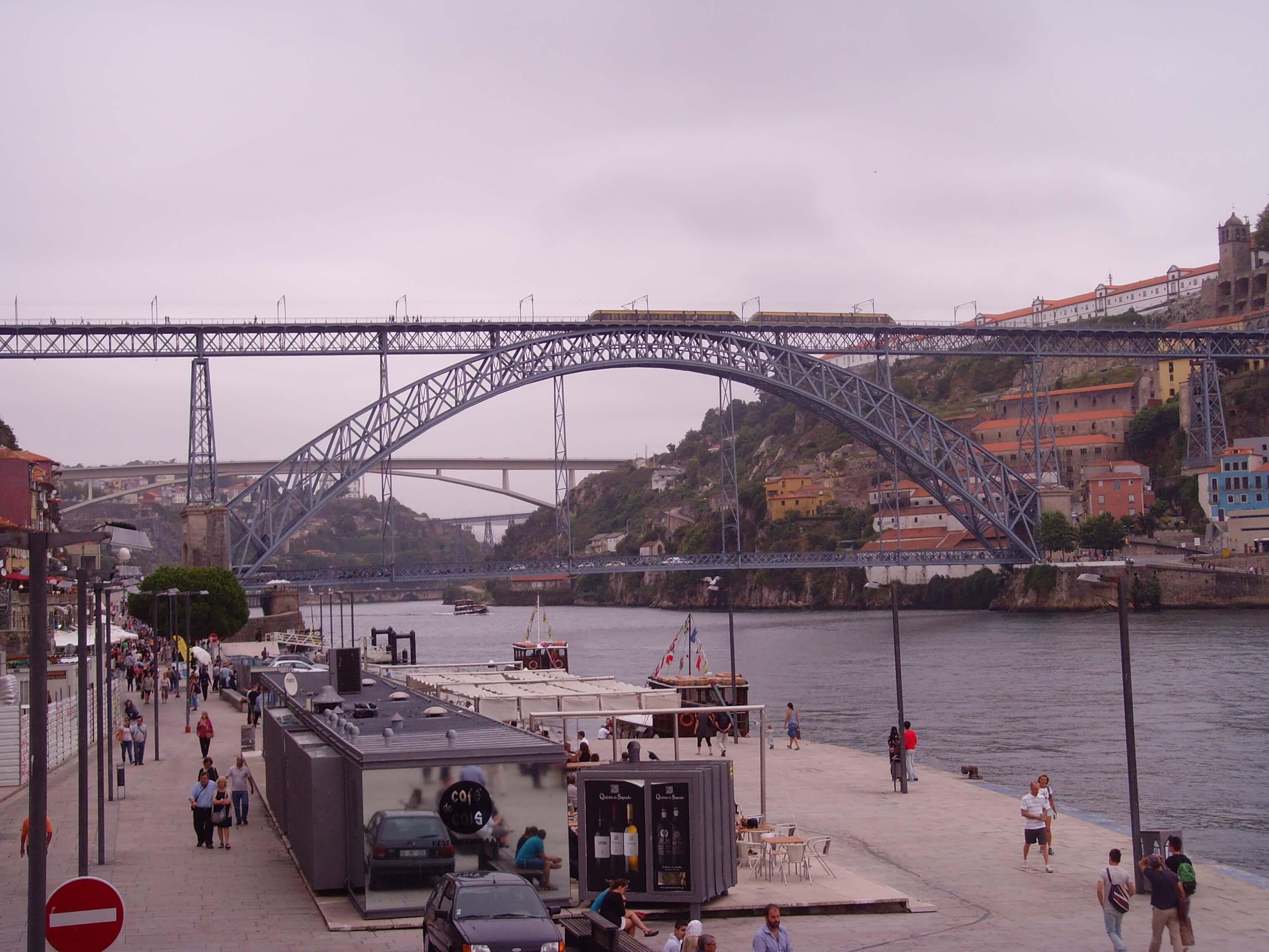 Rondreizen Portugal Porto brug