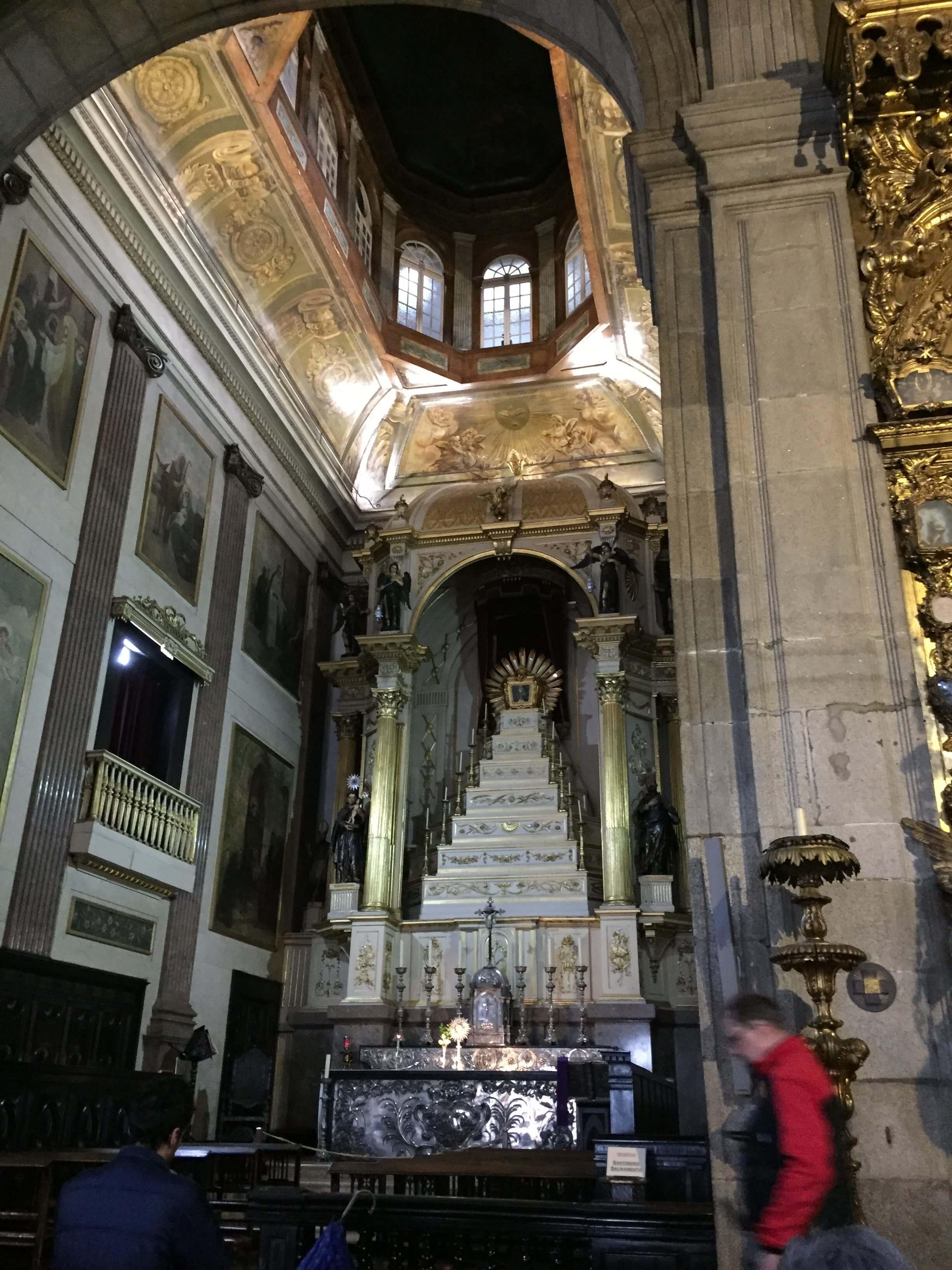 Rondreizen Portugal Porto kerk station binnen
