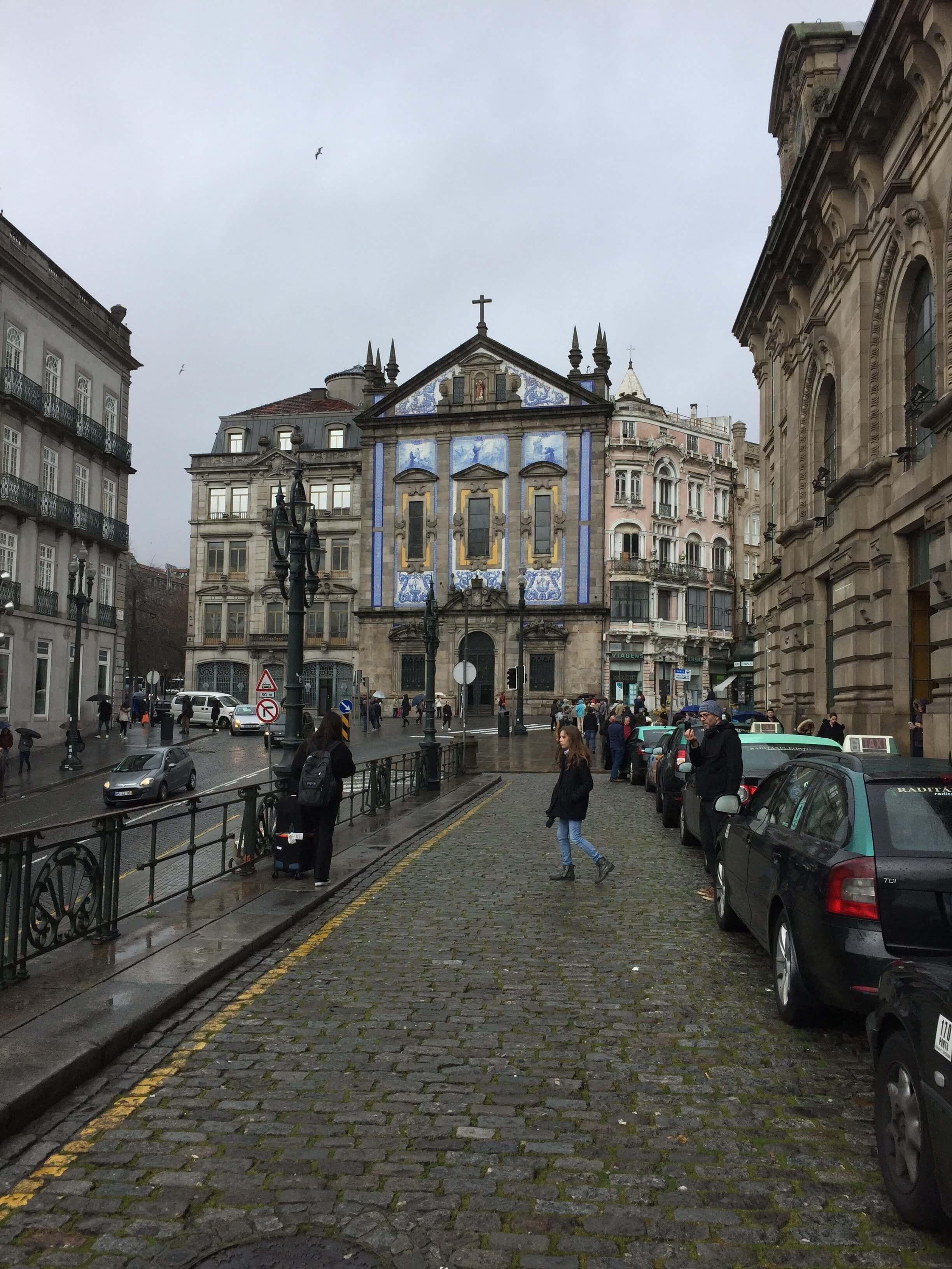 Rondreizen Portugal kerk station buiten